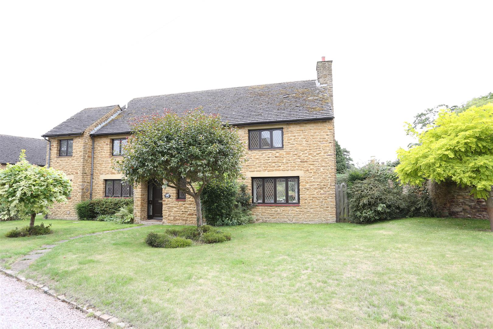 4 Bedrooms Detached House for sale in Manor Court, Little Harrowden